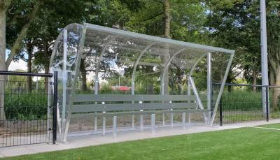 Referentieproject: gerecyclede kunstgrasbanken in dugouts bij S.V. De Meer!